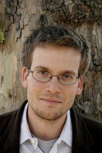 Head shot of author John Green